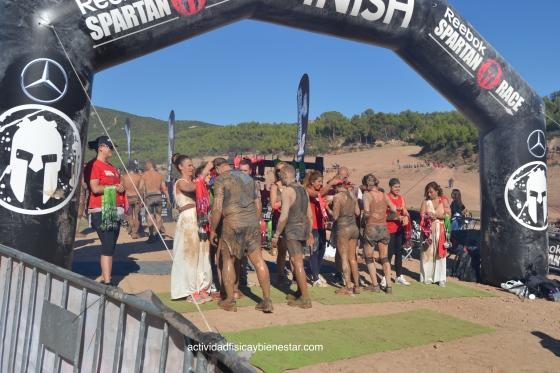 entrega-medallas-finisher-en-la-spartan-race